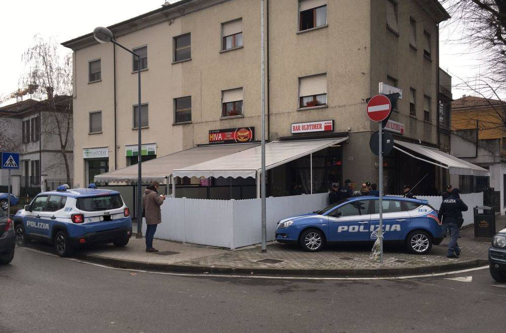 Omicidio in via IV Novembre, bar chiuso per 40 giorni