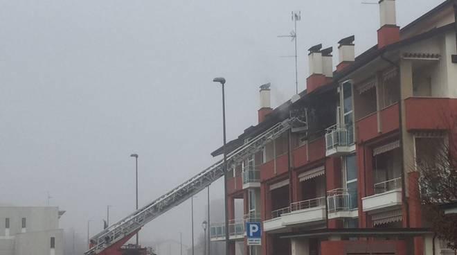 Vigili del fuoco in via Pergolotti