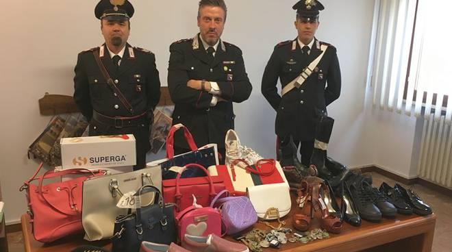 Abiti griffati recuperati dai carabinieri