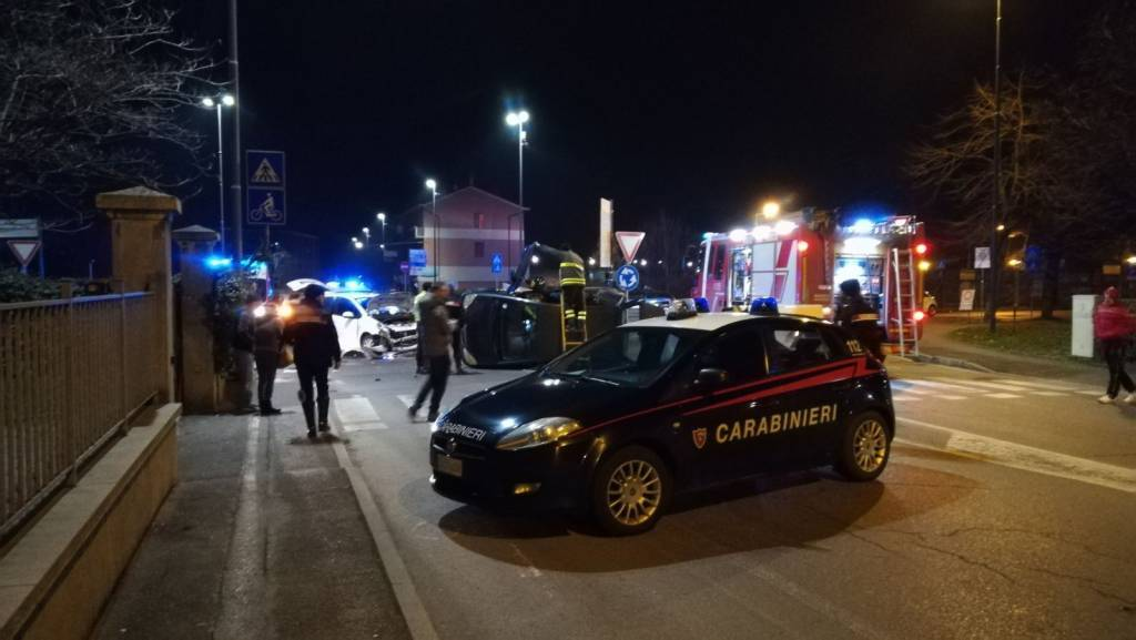 Incidente rotonda via XXI Aprile