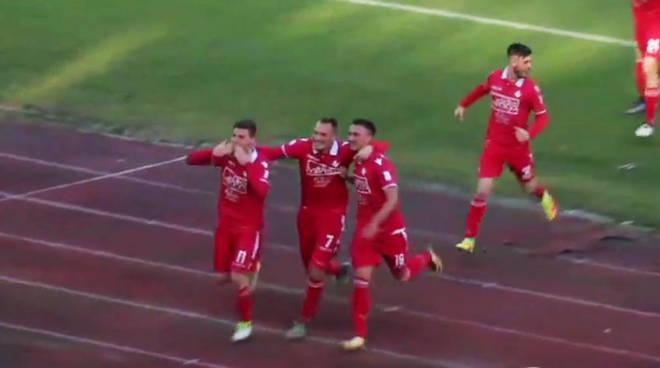 L'esultanza di Corazza dopo il gol del vantaggio