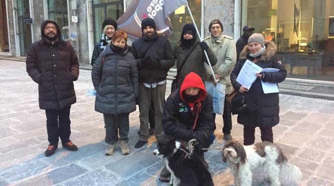 La manifestazione in Piazza di Potere al Popolo