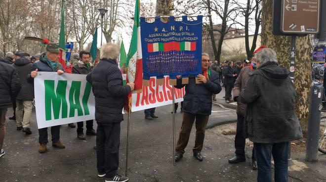 Corteo anti-Casapound a Piacenza, scontri con polizia