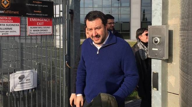 Matteo Salvini alla sede di Amazon
