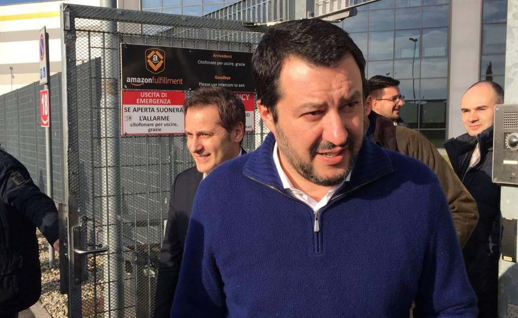 Salvini da amazon chi fa profitti in italia non paghi le for Chi fa le leggi in italia