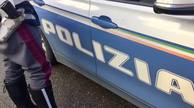 Rubano all'interno di un'auto, rintracciati e denunciati. Il bilancio della polizia