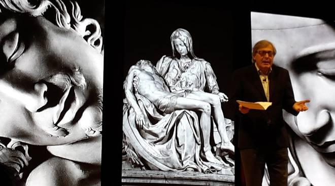 Vittorio Sgarbi e il suo nuovo spettacolo dedicato a Michelangelo