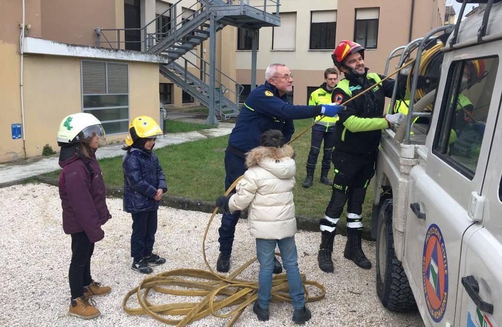 Esercitazione della protezione civile alla scuola di Lugagnano