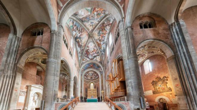 L'interno del Duomo di Piacenza
