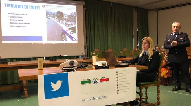 La presentazione del profilo twitter della polizia locale unione valnure valchero