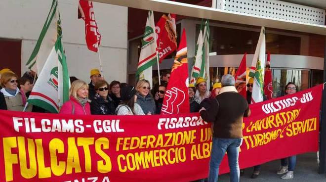Lavoro festivo. Sindacati proclamano sciopero per Pasqua e Pasquetta