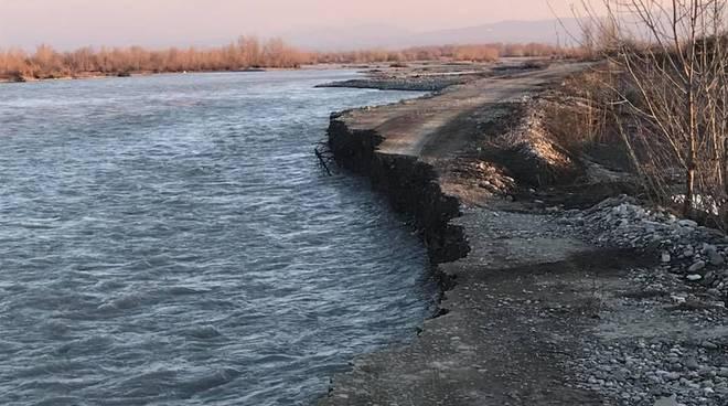 """Trebbia in """"piena"""" si mangia le rive a Gragnano Trebbiense"""