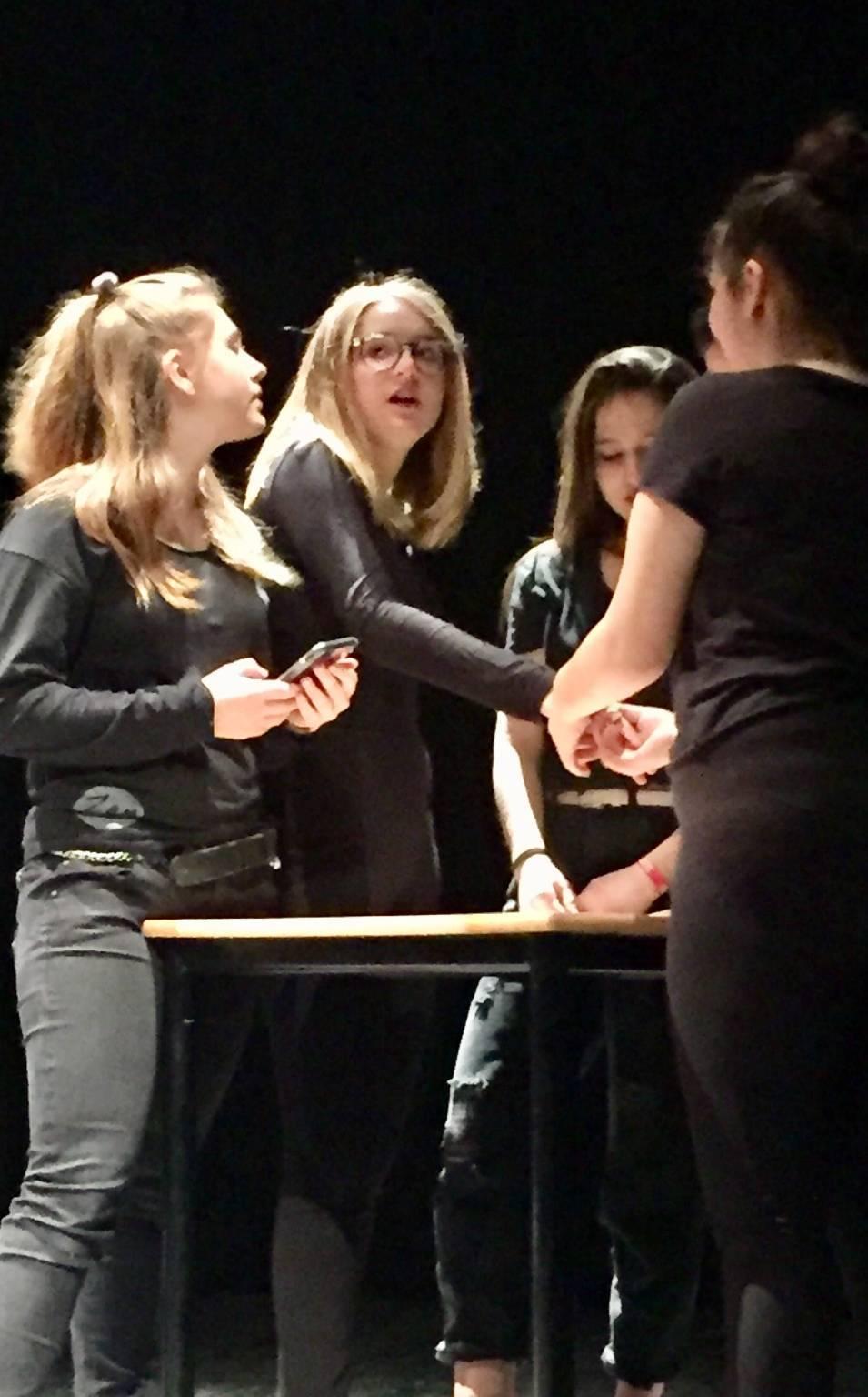 Una vita all'istante, spettacolo teatrale del liceo Colombini
