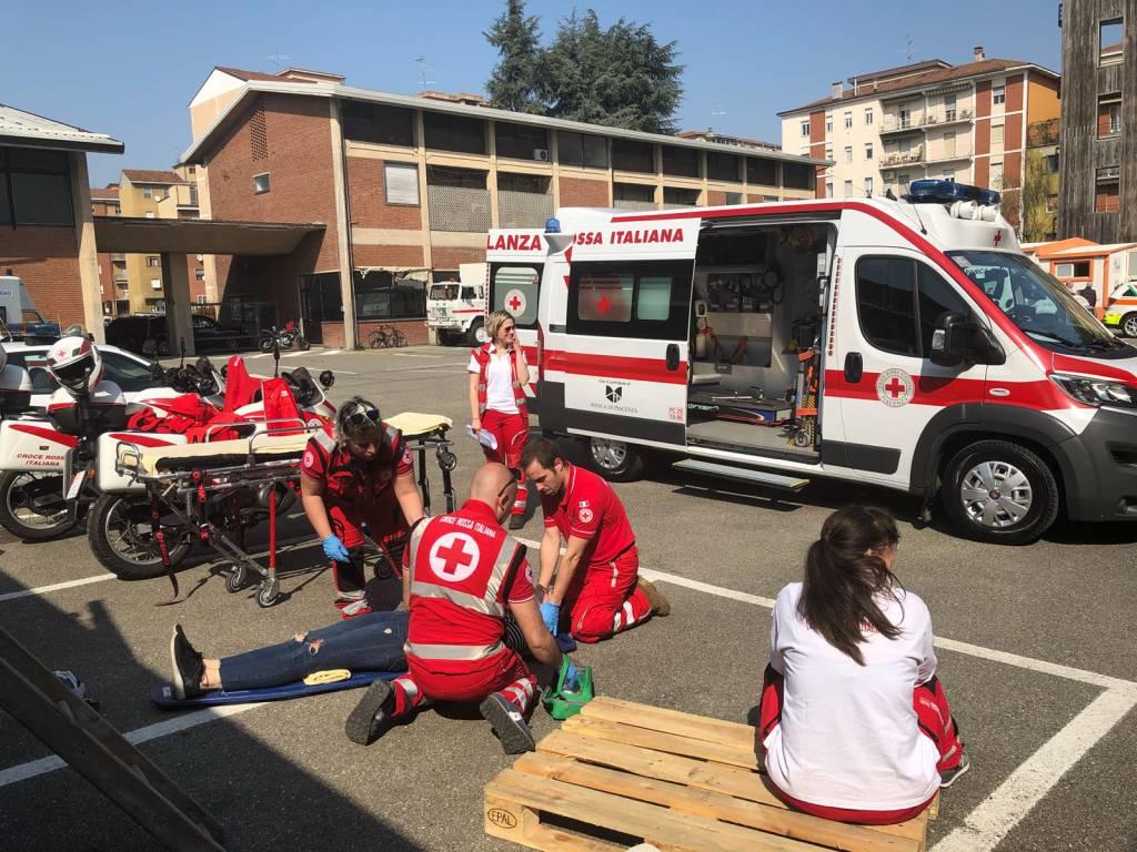 Croce Rossa: lezione pratica per i 60 futuri volontari