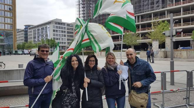 Francesca Benedetti e gli altri delegati Amazon piacentini