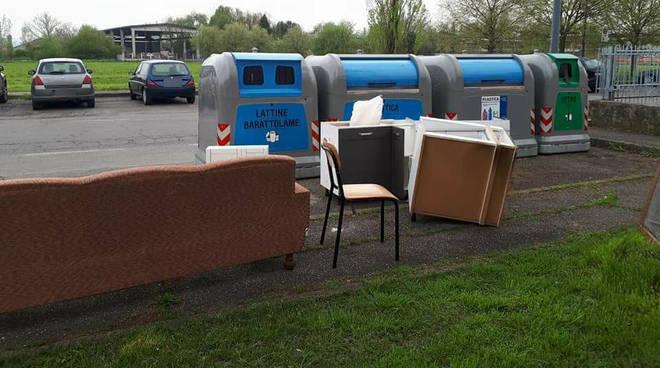 I mobili abbandonati in strada
