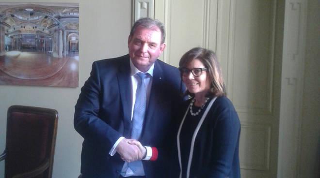 La firma dell'accordo tra i sindaci di Piacenza e Togliatti