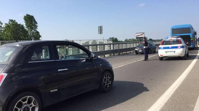 Pullman in avaria sul ponte