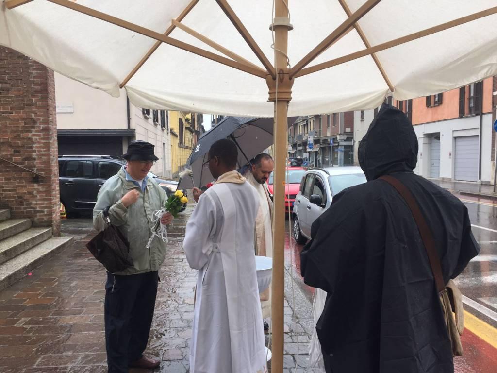 Benedizione Santa Rita sotto la pioggia