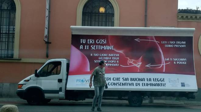 cartellone contro l'aborto