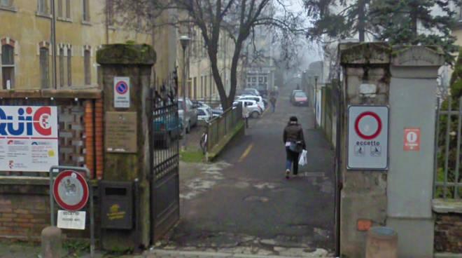 L'ingresso degli uffici comunali di viale Beverora