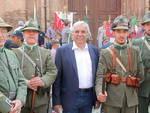 Nella foto Pisani con un gruppo di rievocazione storica di Bassano del Grappa