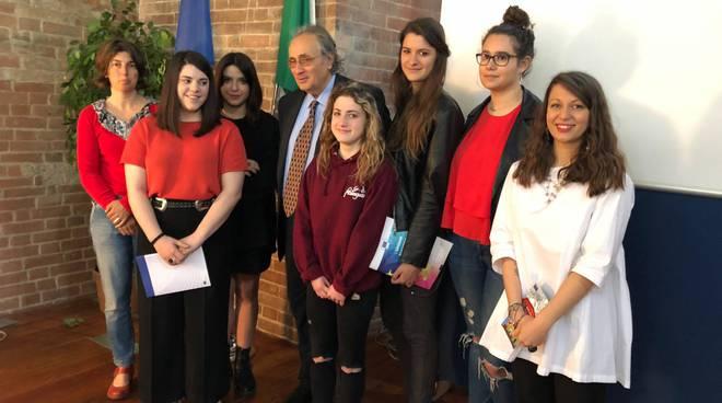 studenti premiati festa Europa