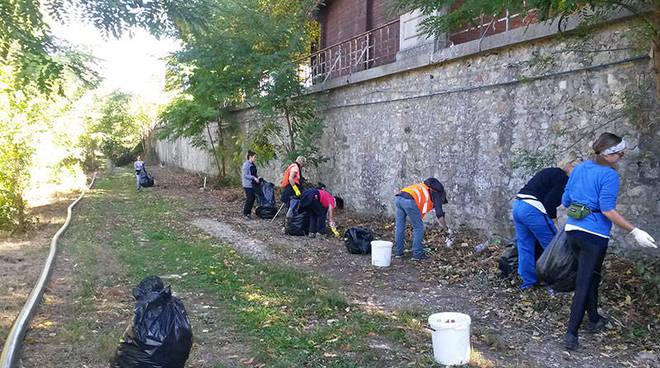 Volontari al lavoro lungo il Sentiero del Tidone
