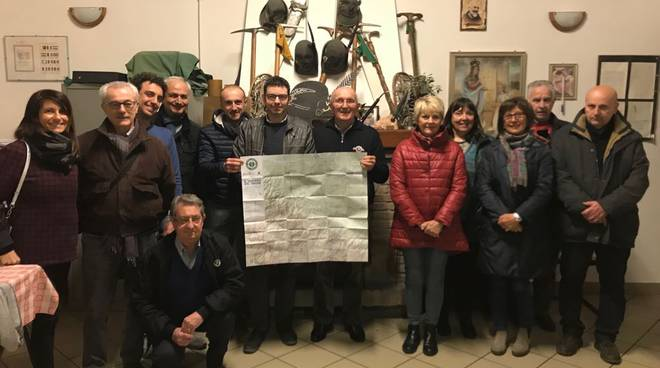 Conclusione della serata nella sede del Gruppo Alpini Sarmato tra i rappresentanti delle due associazioni.