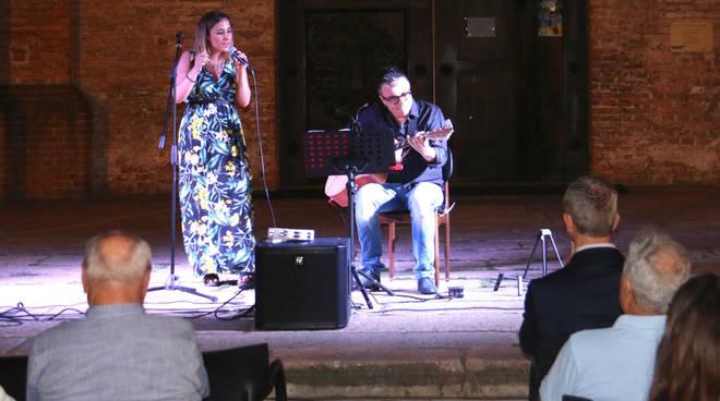 Il concerto del duo Betty Palumbo Acoustic Sound