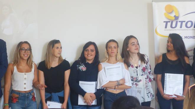 La consegna dei diplomi ai giovani studenti Tutor