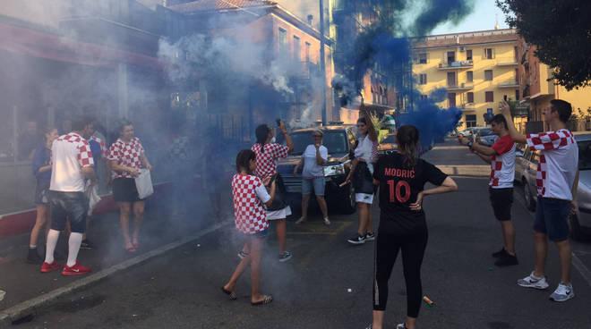 La festa dei tifosi croati a Piacenza