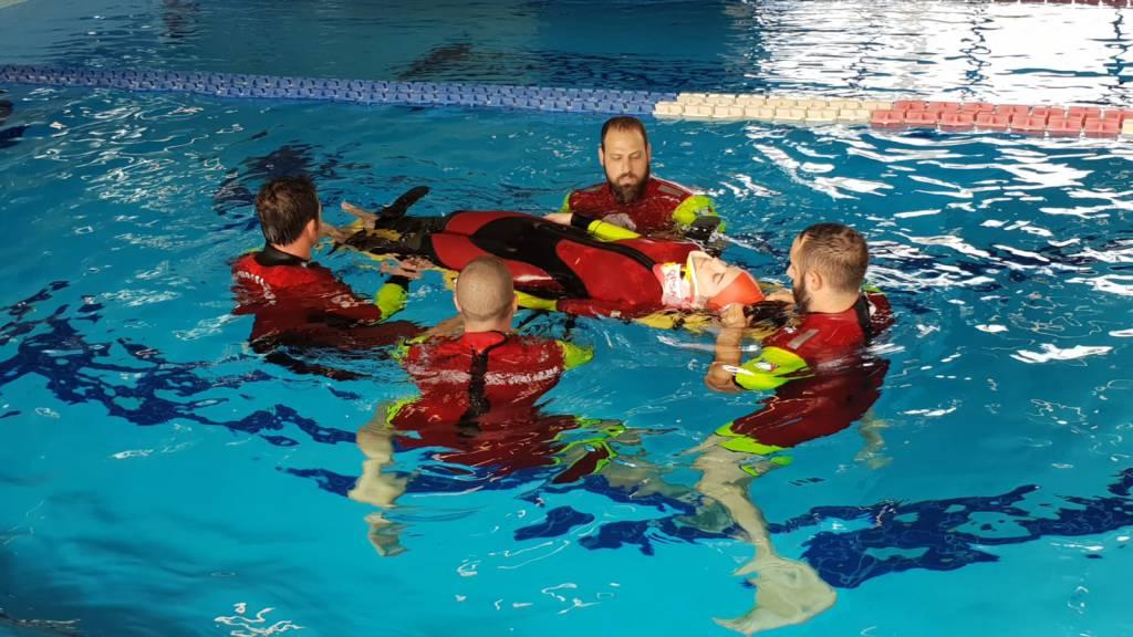 Lezioni di salvataggio in acqua