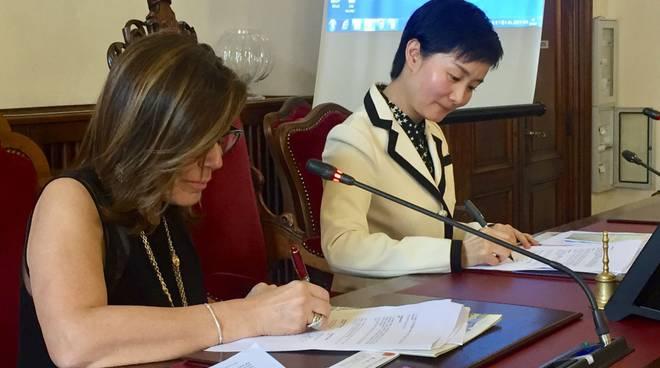 Patrizia Barbieri e la governatrice Dai Xiaohong