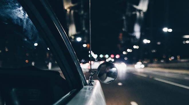 strada al buio