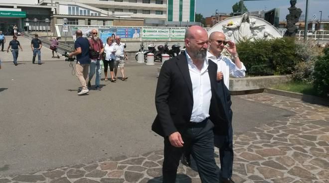 Stefano Bonaccini in ospedale a Bologna