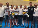 Zanardi e Collinelli con il presidente del VO2 Team Pink Andrina e il team con Edoardo Salvoldi e Davide Cassani