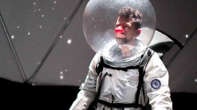 Un clown nello spazio