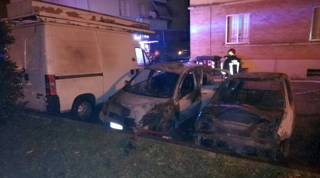auto incendiate viale Patrioti