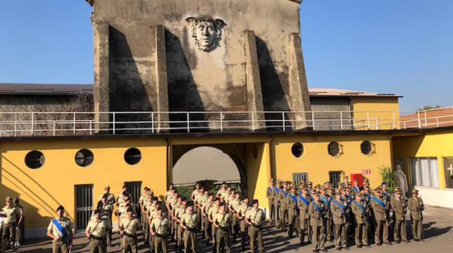 Cerimonia al Polo di Mantenimento Pesante per il nuovo comandante