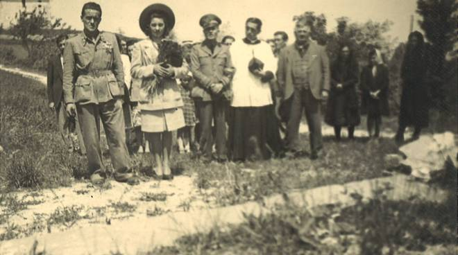 Don Giuseppe Borea celebra il matrimonio del fratello Carlo con Maria Amabile Chinosi, il 3 luglio 1943