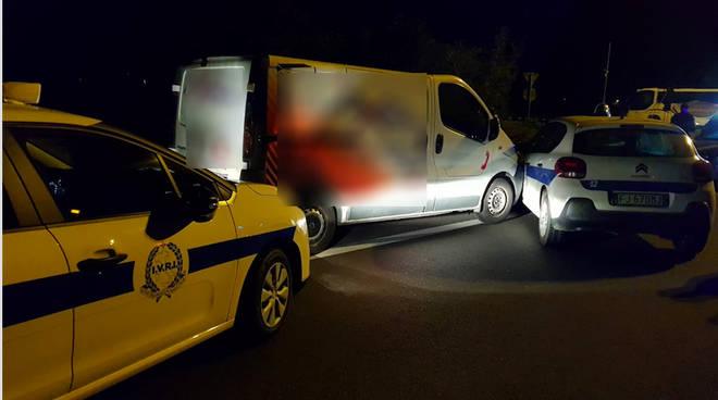 Il furgone fermato dalle guardie giurate