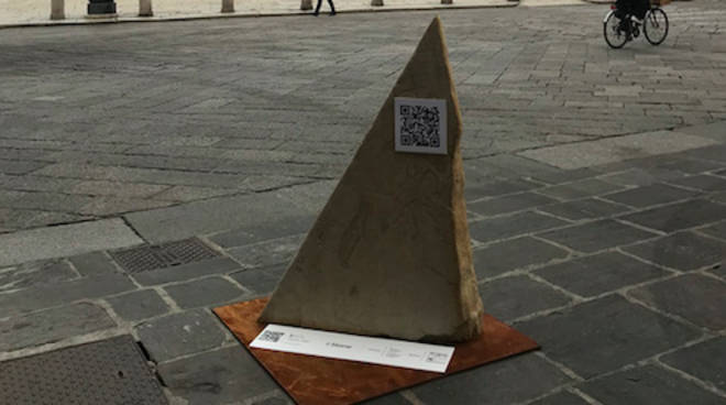 La pietra I Stone in Piazza Cavalli