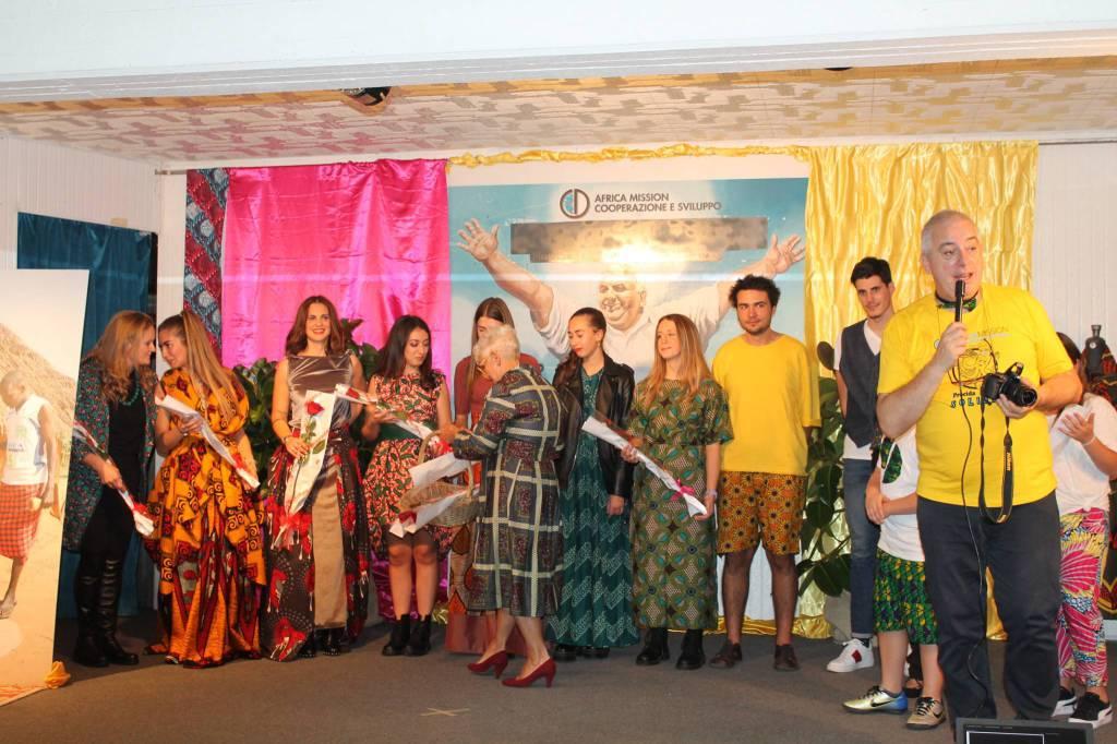 La sfilata etnica di Africa Mission