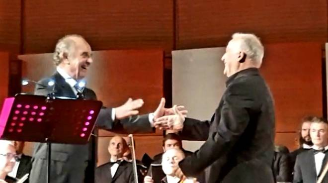 Leo Nucci e il coro Vallongina