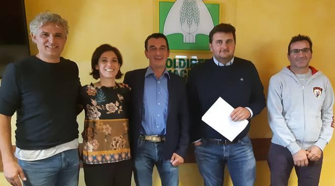 Nella foto Michele Stragliati, terzo da sinistra, e i consiglieri Barbuti, Bisi e Barabaschi con Pastorelli