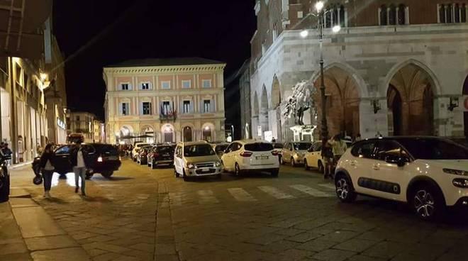 parcheggio selvaggio in piazza Cavalli