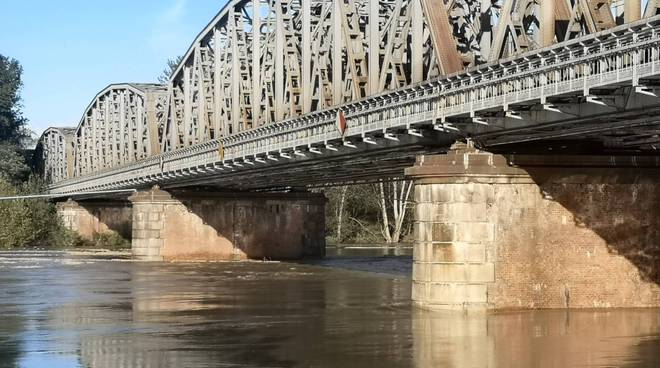 Ponte fiume Po
