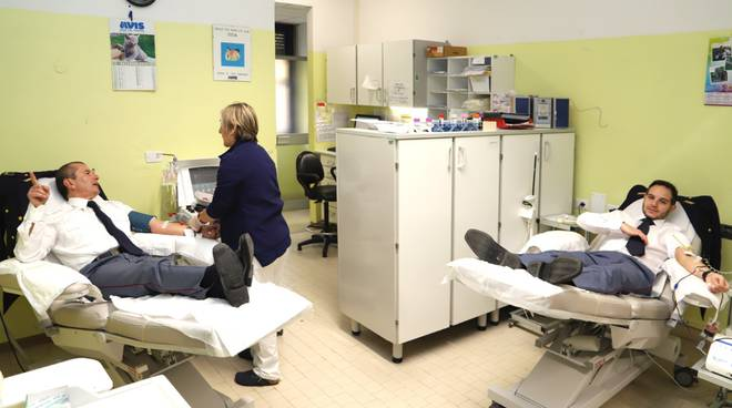 Allievi agenti di polizia donatori di sangue