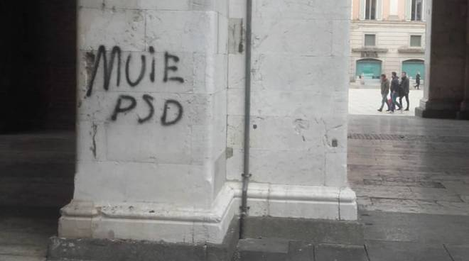 Graffiti in piazza Cavalli